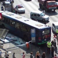 BKK buszbaleset letarolt buszmegállóval.