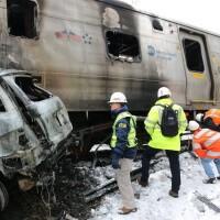 Súlyos vonatbaleset, kiégett szerelvénnyel.