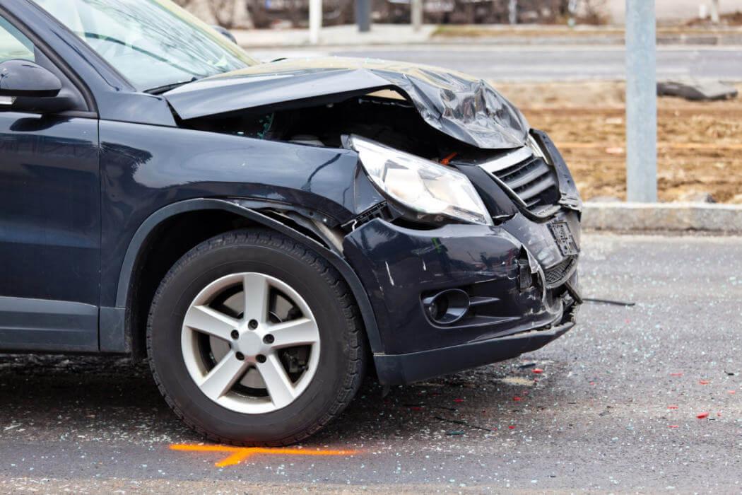 közúti baleset autó